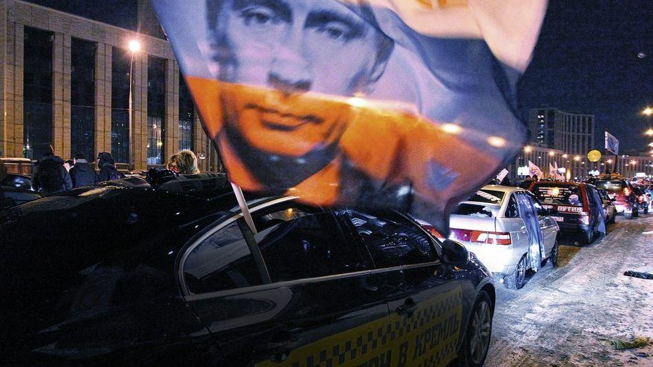 Autokorso von Putin-Anhängern in Moskau am 18. Februar
