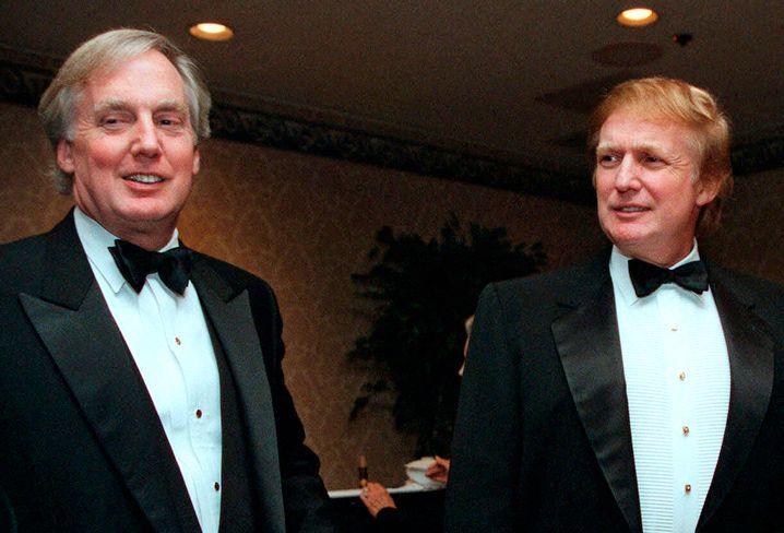 Brüder Robert und Donald Trump bei einer Veranstaltung in New York im Jahr 1999