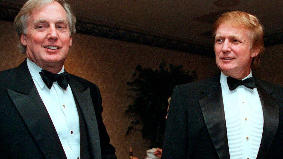 Donald Trump und sein jüngerer Bruder Robert (l.) auf einer Aufnahme aus dem Jahr 1999