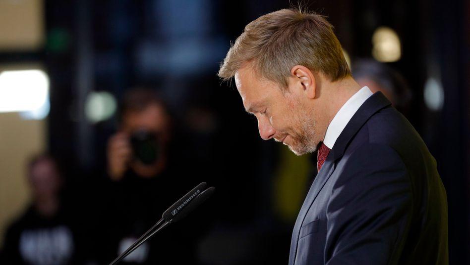 FDP-Chef Lindner muss vor der Presse einen Tabubruch erklären. Kein guter Tag für die Partei