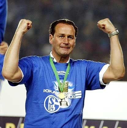 Starker Abgang: In seinem letzten Spiel als Schalker Coach verteidigte Huub Stevens den DFB-Pokal