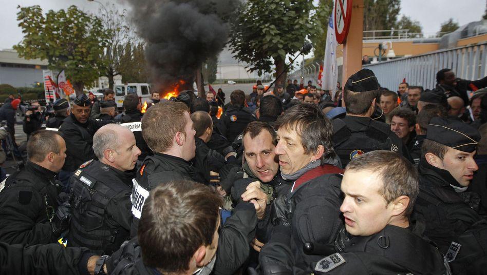 Proteste gegen Sarkozy: Gendarmerie bricht Raffinerieblockade