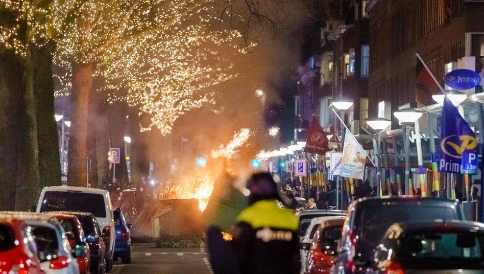 Brennende Barrikade in Rotterdam
