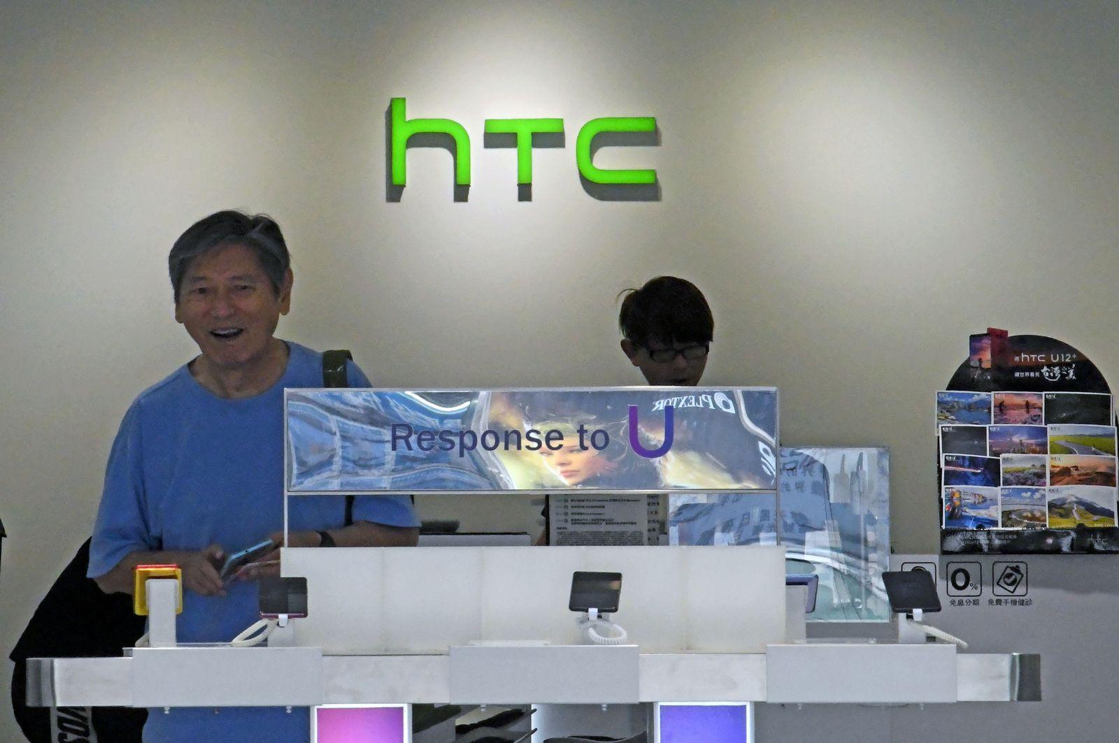 TAIWAN-ECONOMY-SMARTPHONE-HTC-JOBS