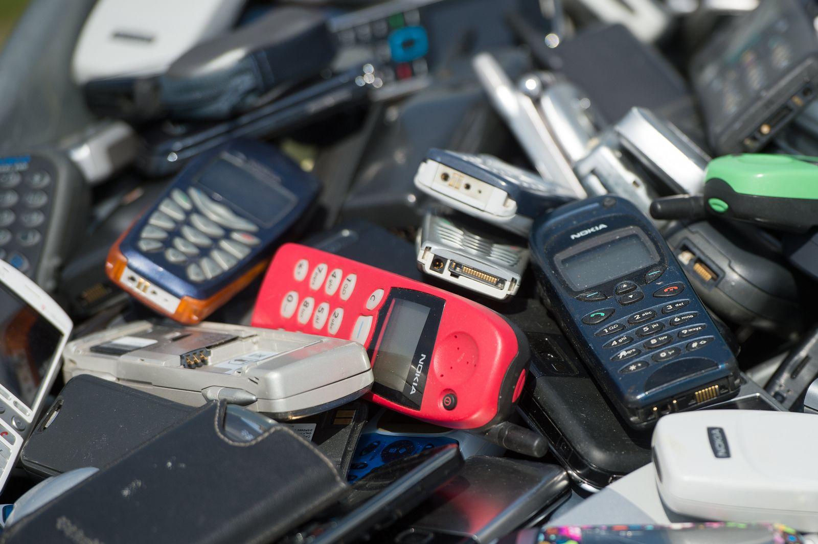 Handys / Mobiltelefone / Recycling
