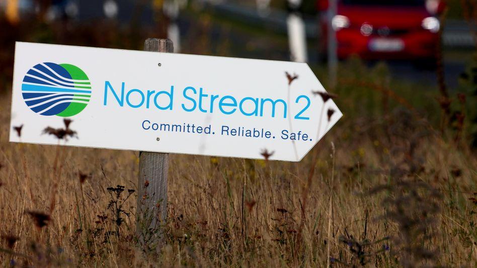 Bauschild von Nord Stream 2 in Lubmin an der deutschen Ostseeküste