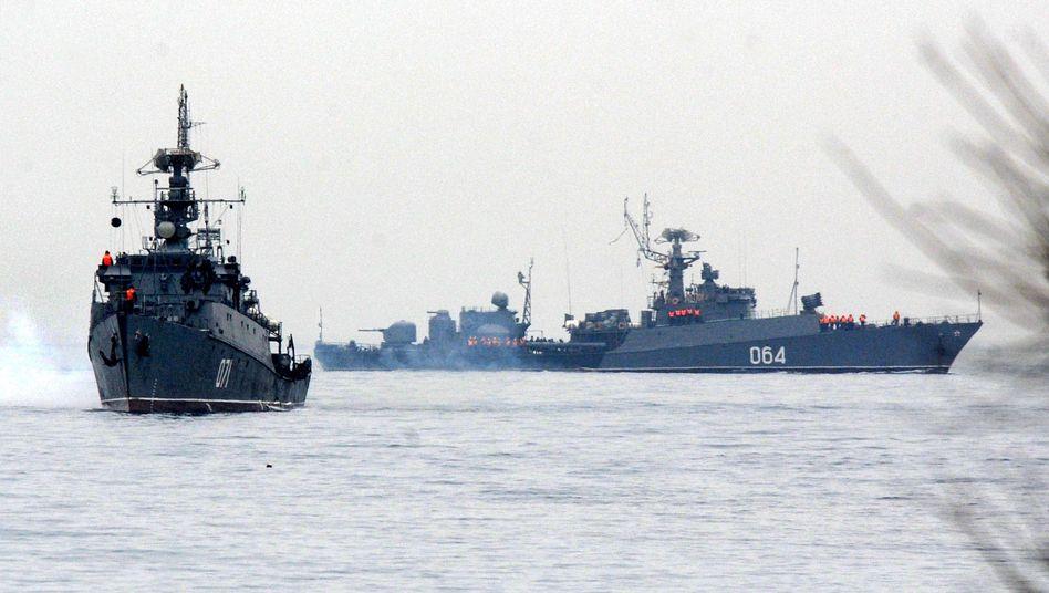 Russische Schiffe vor der Krim-Küste: Immer neue Provokationen