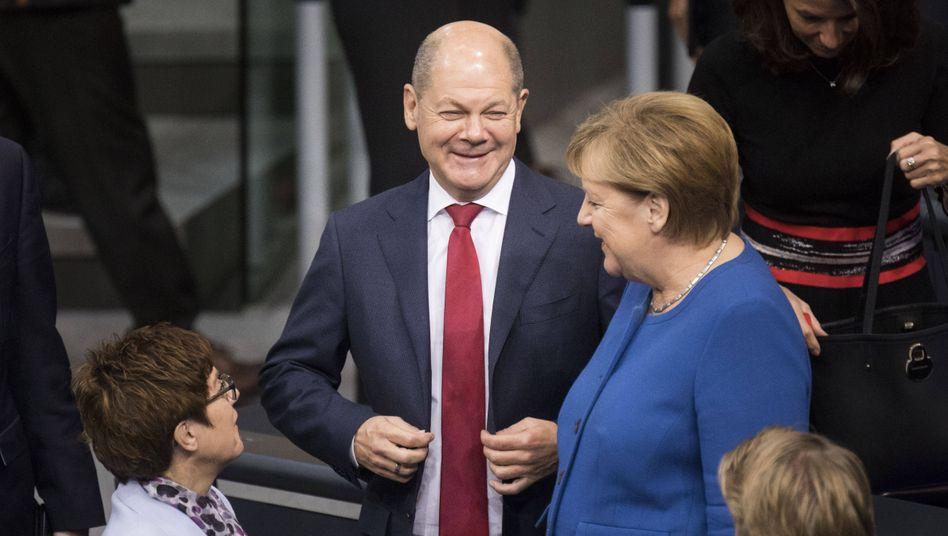 Sozialdemokrat Scholz mit Kanzlerin Merkel und CDU-Chefin Kramp-Karrenbauer