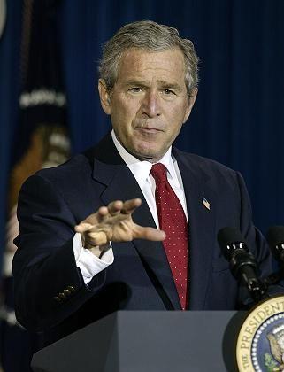 """Bush bei der Pressekonferenz in Crawford: """"Töricht und falsch informiert"""""""