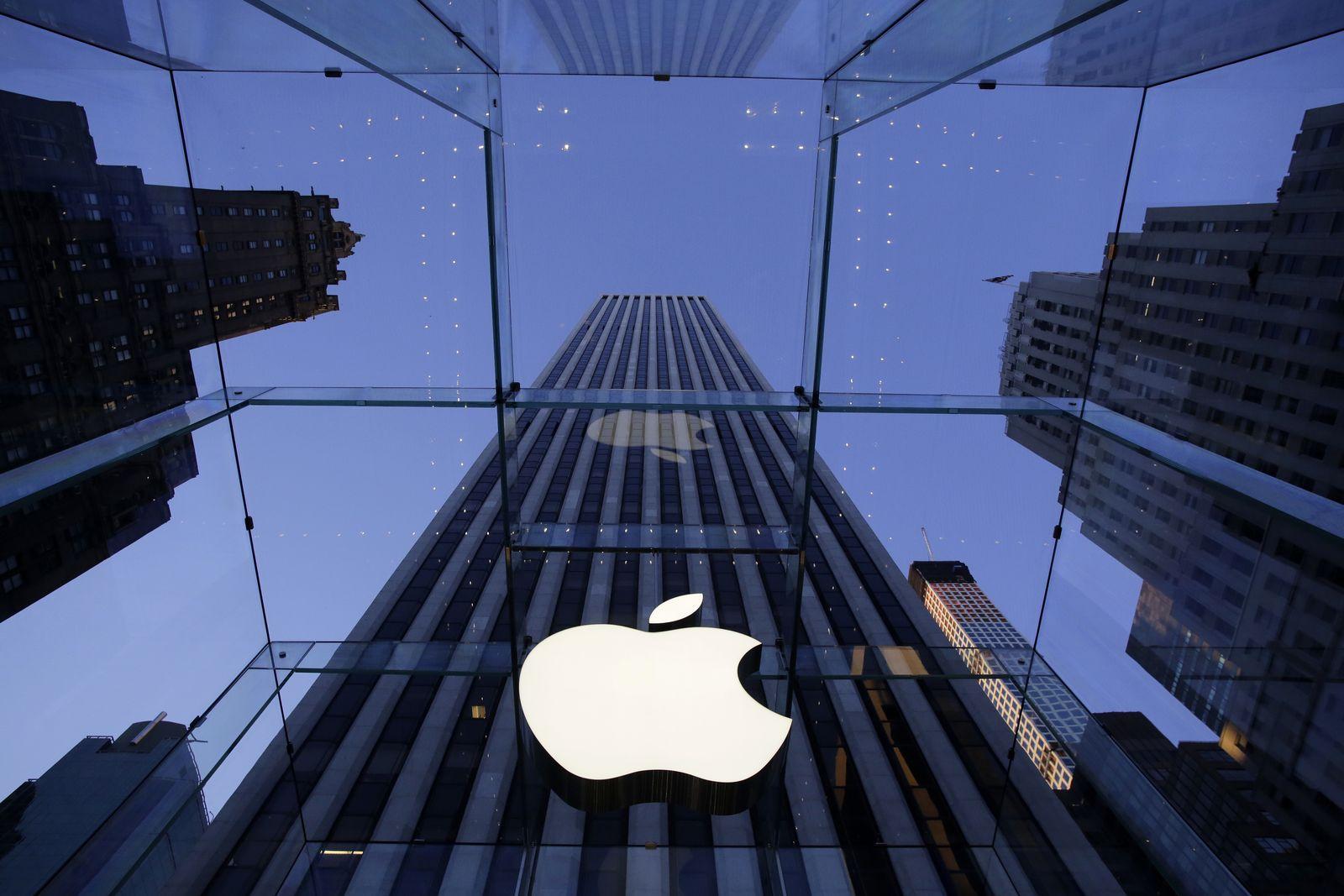 Apple Logo/ New York