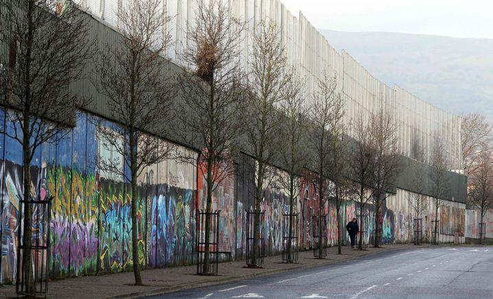 """A """"peace wall"""" in Belfast"""