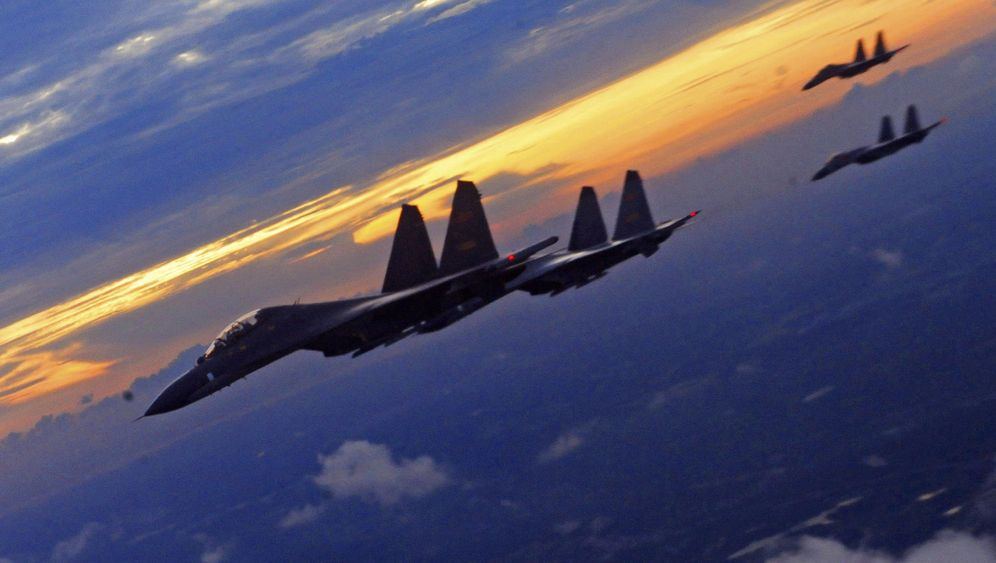 Chinas Rüstung: Flugzeugträger und Tarnkappenbomber
