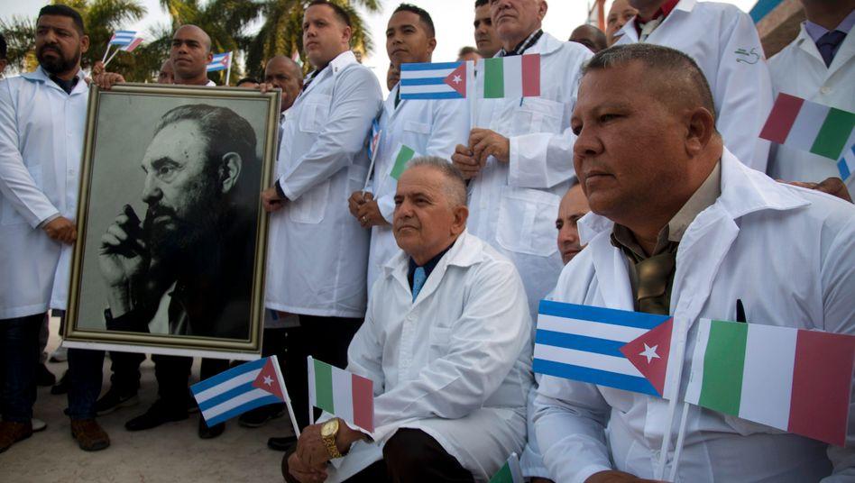 Mit Castro gegen Corona: Kubanische Ärzte vor dem Abflug nach Italien