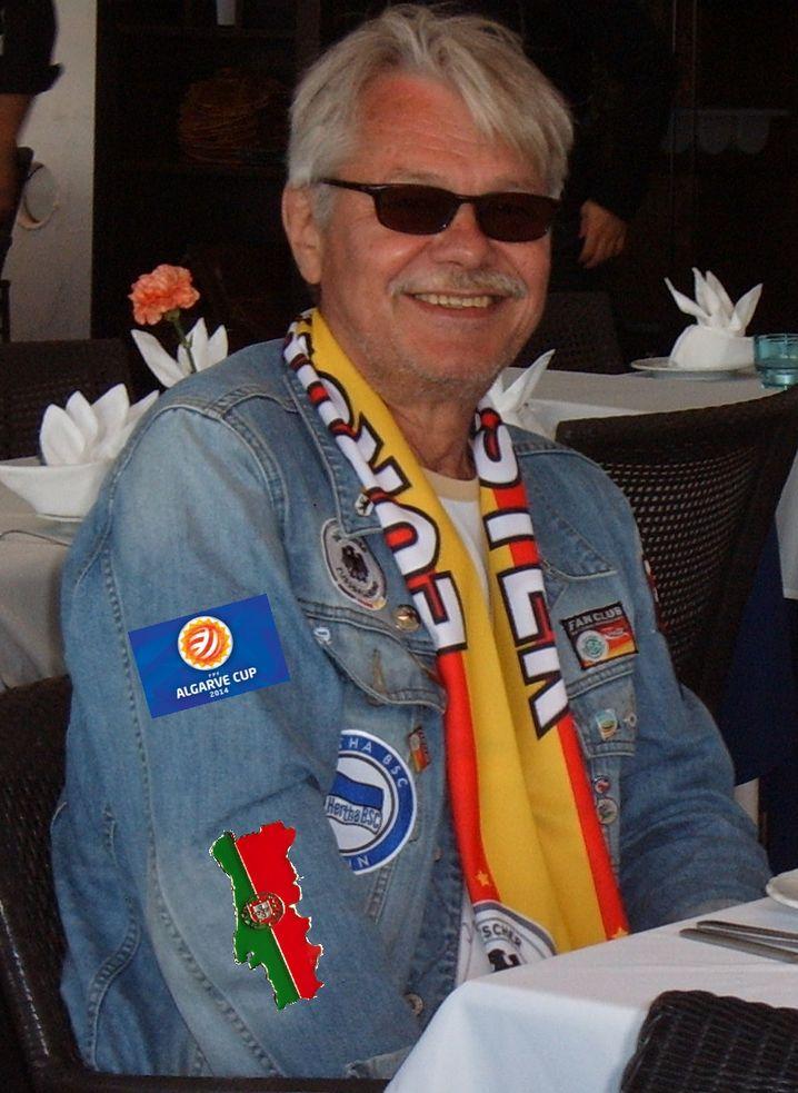 Reichenbach in seiner Fan-Jacke beim Algarve Cup 2014