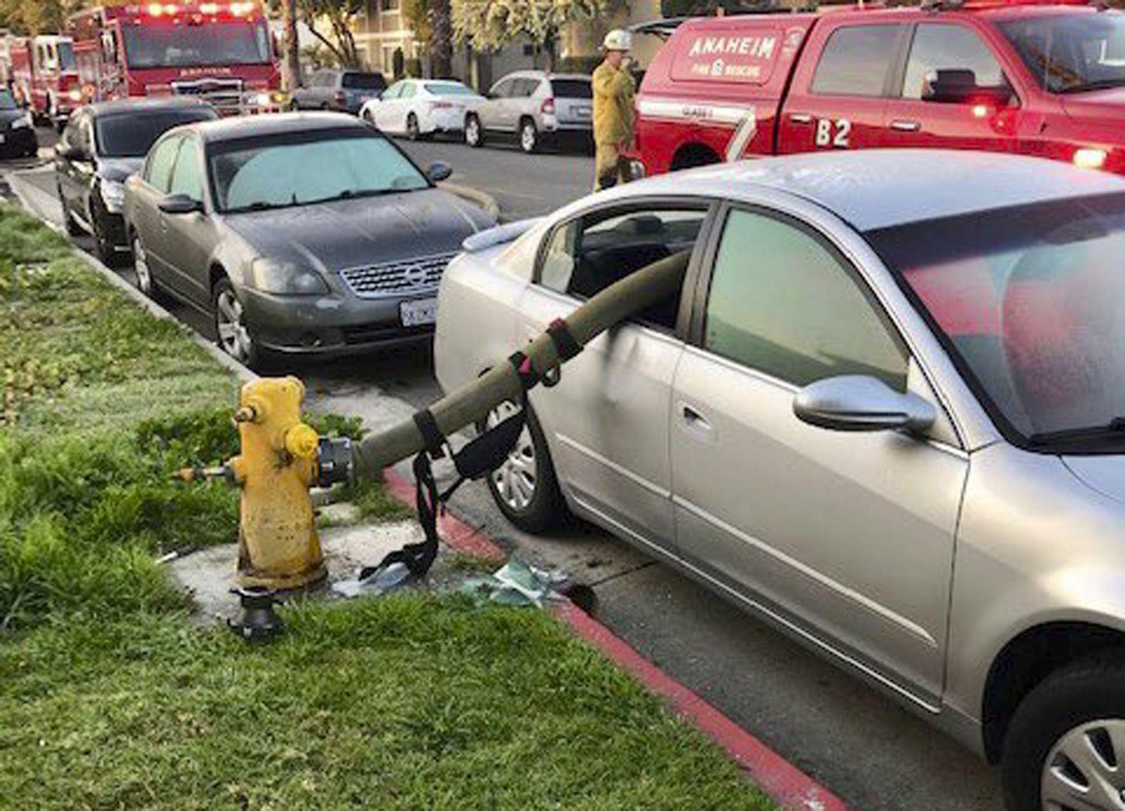 Auto/ Feuerwehr/ Wasserschlauch/ Kalifornien