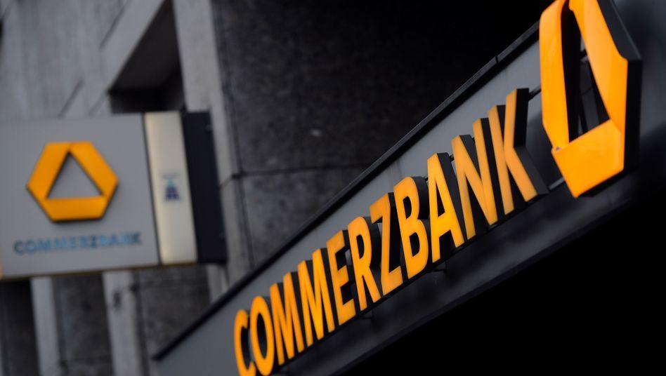 Eingang zu einer Commerzbank-Filiale: Nicht akzeptabel für die Vorstände