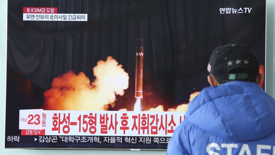 TV-Bericht über Nordkoreas Raketentest in Seoul