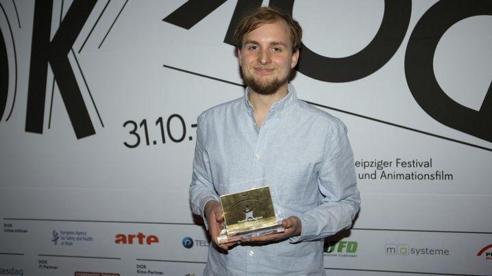 Jakob Schmidt bei der Preisverleihung des Leipziger Dokumentarfilmfestivals