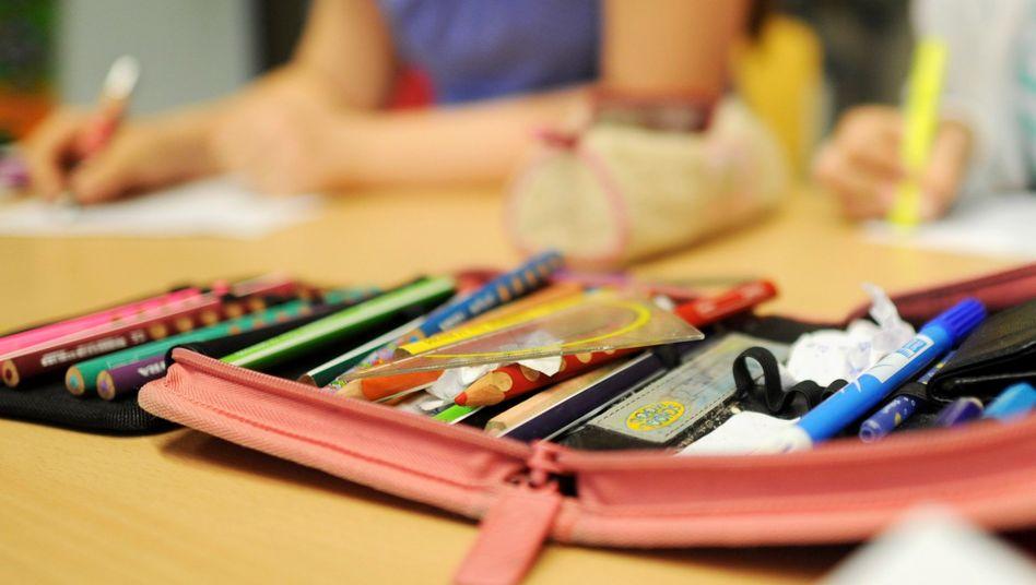 Ob Kinder zu Hause lernen oder in der Schule, bleibt oft den Eltern überlassen (Symbolbild)