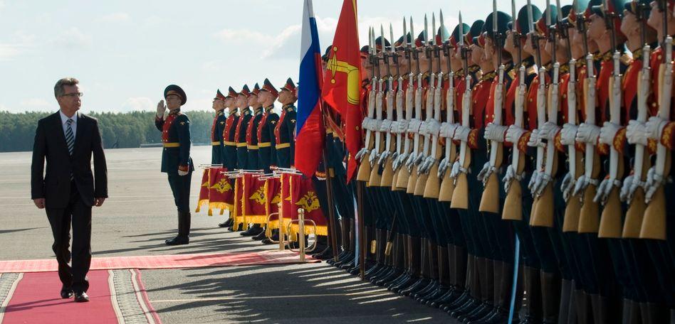 Besuch in Moskau: De Maizière will der Armee beim Schrumpfen helfen