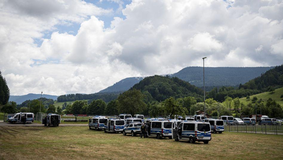 Polizeiwagen in Oppenau am 17. Juli: Yves R. wurde im Wald gesucht