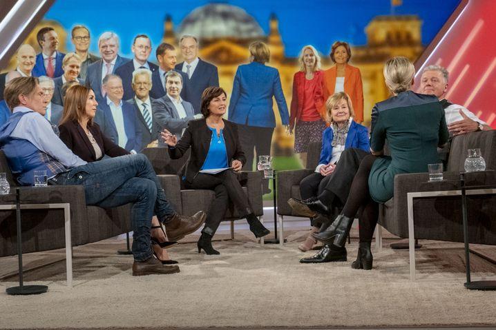 Sandra Maischberger diskutiert u.a. mit Hajo Schumacher und Judith Williams