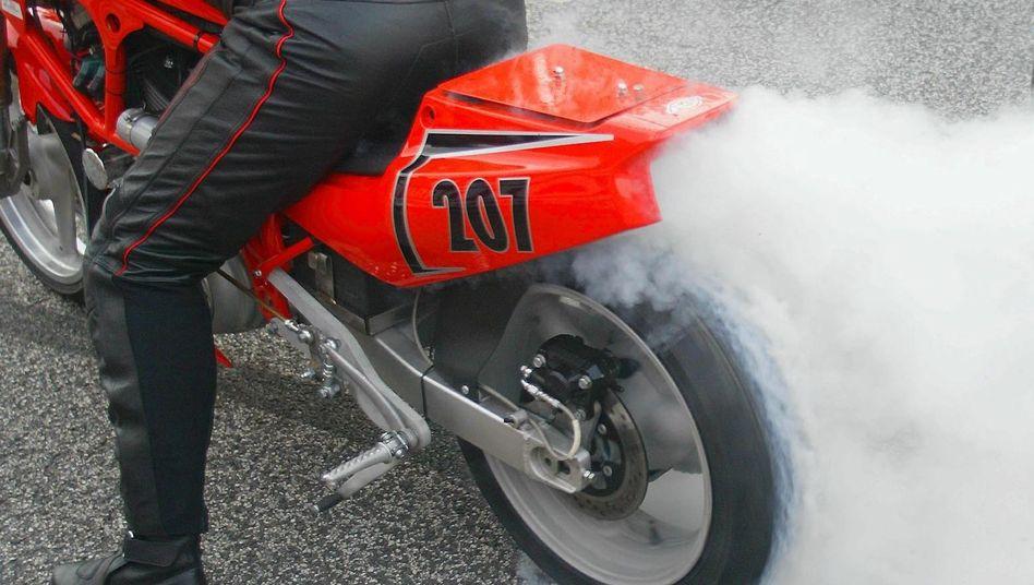 Volles Rohr: Wenn Motorradfahrer am Gasgriff drehen, kann es laut werden
