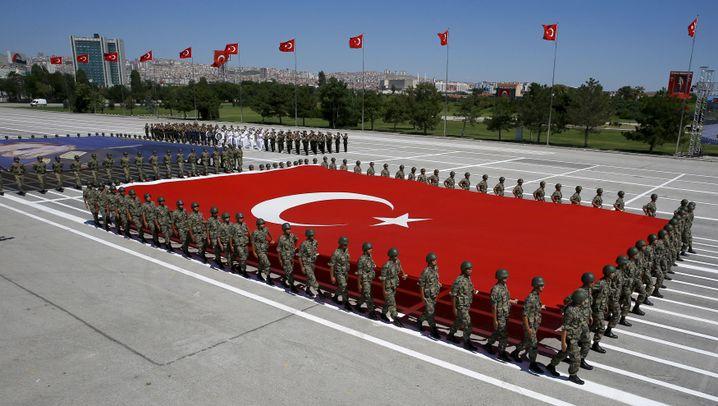 Türkei nach dem Putschversuch: Verhaftungen und Freudenstaumel