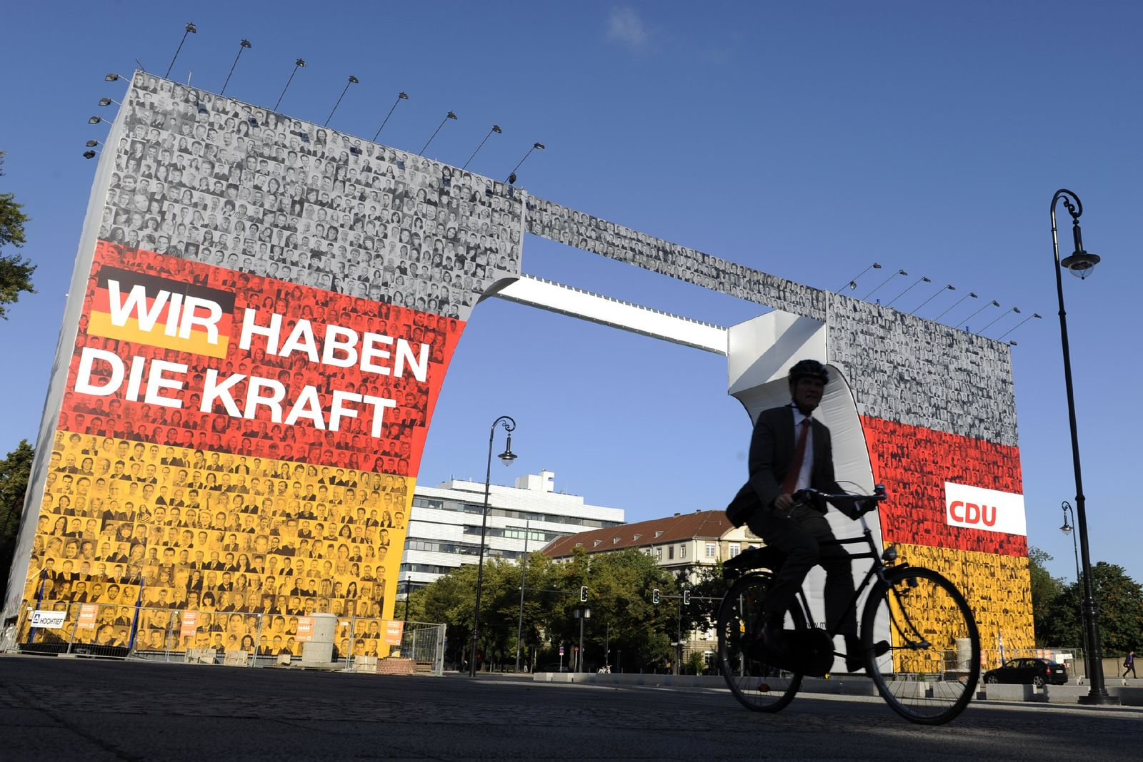 Ärger um Riesen-Werbeplakat der CDU in Berlin