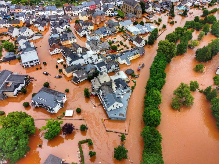 Kordel: Der Ort ist vom Hochwasser der Kyll überflutet