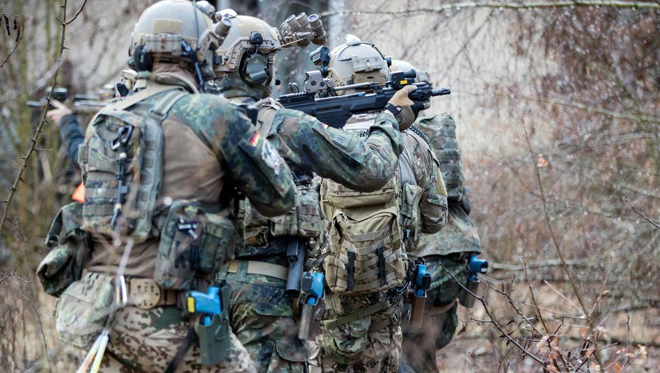 Bundeswehrsoldaten bei einer Übung (Symbolbild)