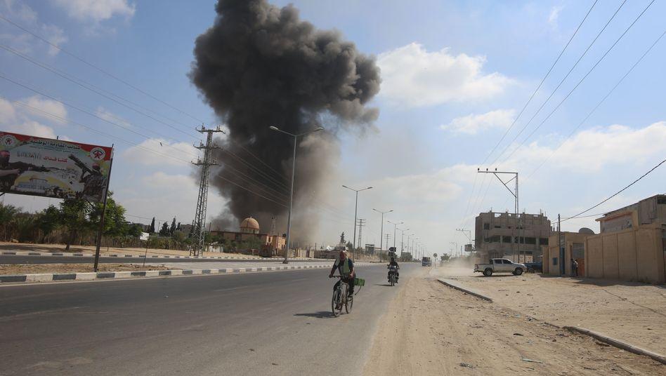Nach Raketenbeschuss: Israel greift Ziele im Gazastreifen und in Syrien an