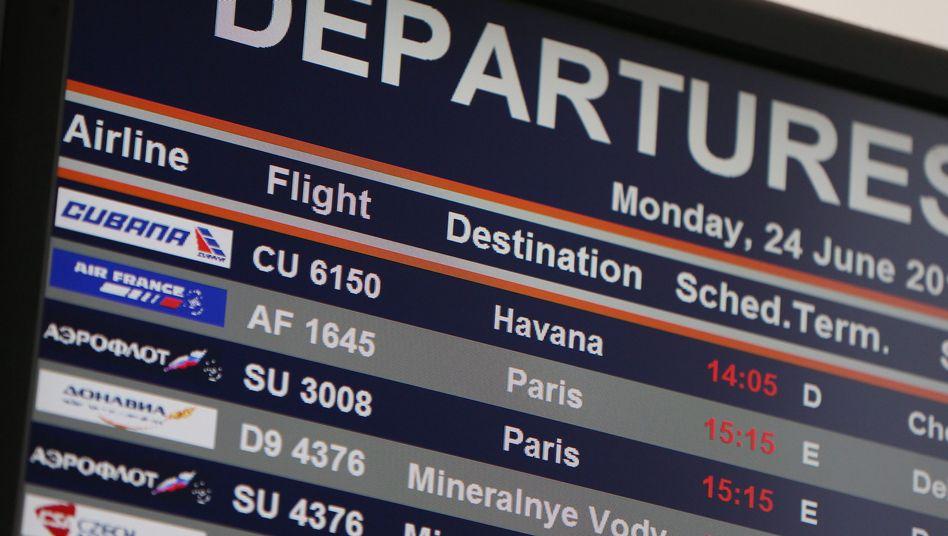 Abflugtafel am Moskauer Flughafen Scheremetjewo: Keine Spur von Snowden