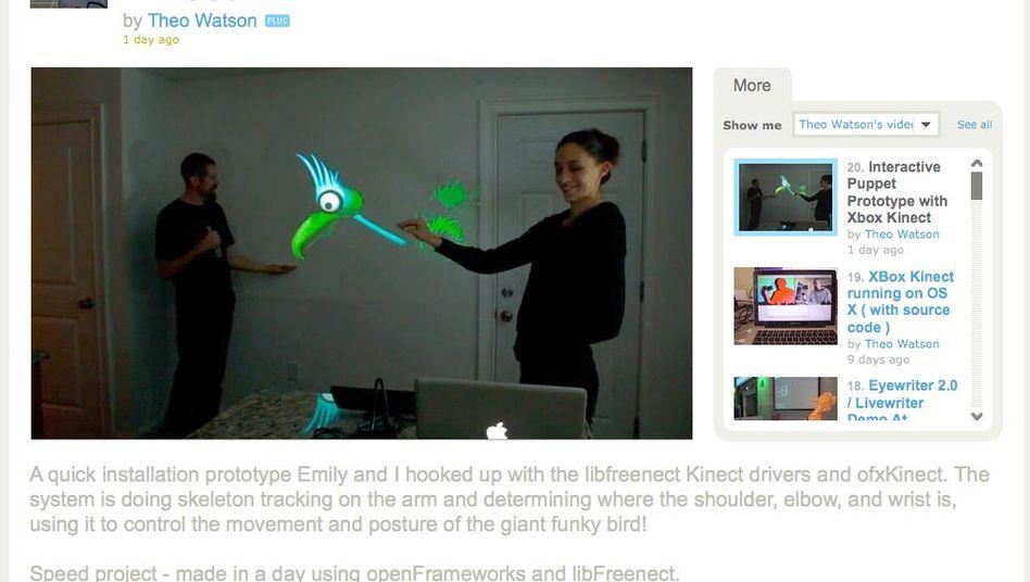 Kinect-Hack: Künstlerin Emily Gobeille steuert eine Projektion per Armbewegung