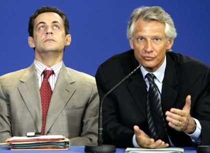 Nicolas Sarkozy's popularity has gone down in the last couple of weeks. That of Prime Minister Dominique de Villepin, however, has risen.