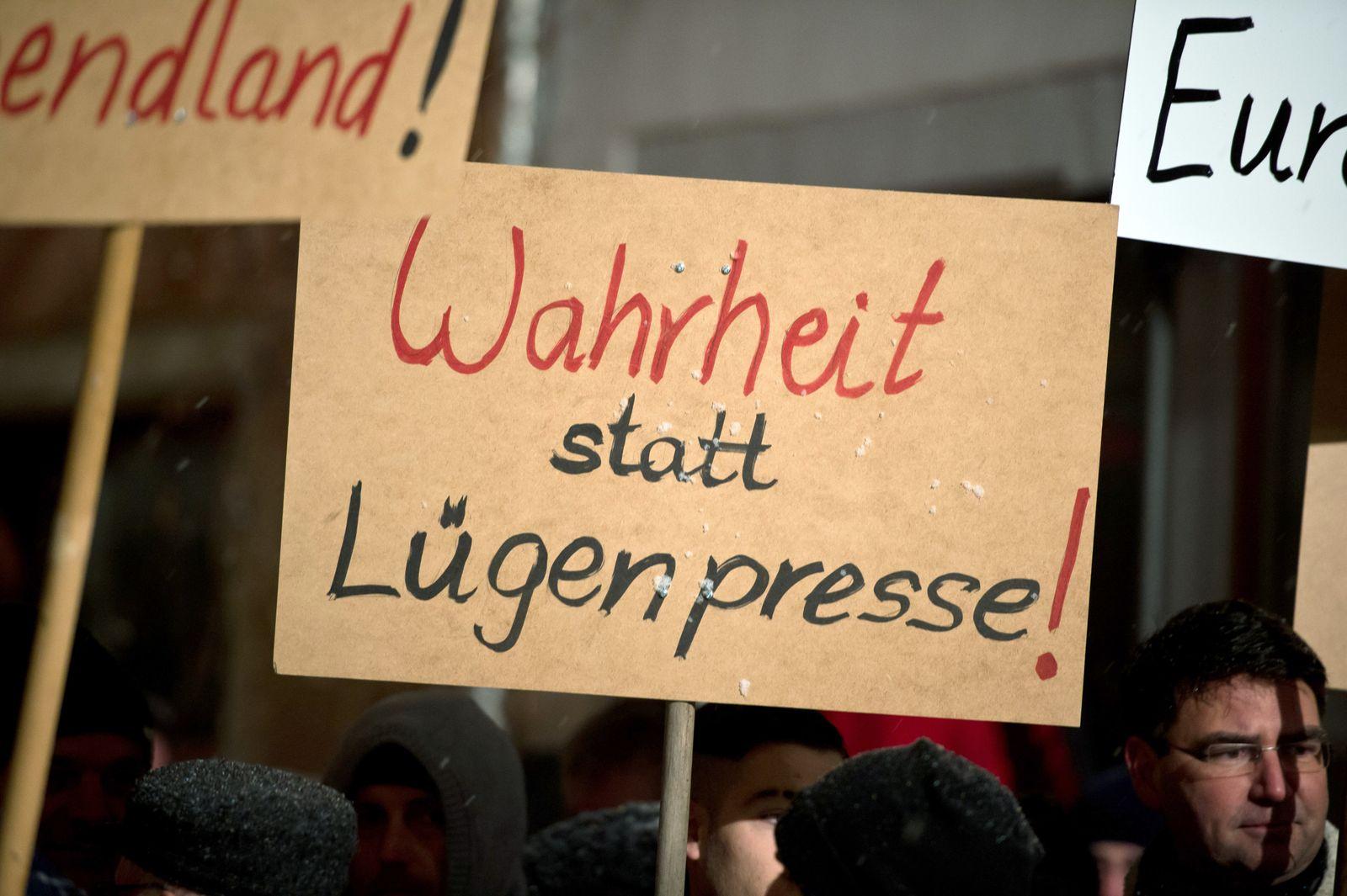 "Demo der Anti-Islam-Bewegung ""Sbh-Gida"" in Villingen-Schwenningen"