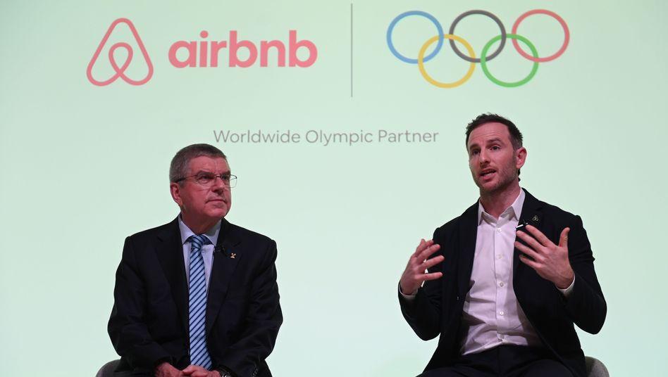 Kritik an IOC-Präsident Thomas Bach (links): Er hat Airbnb als Sponsor akzeptiert