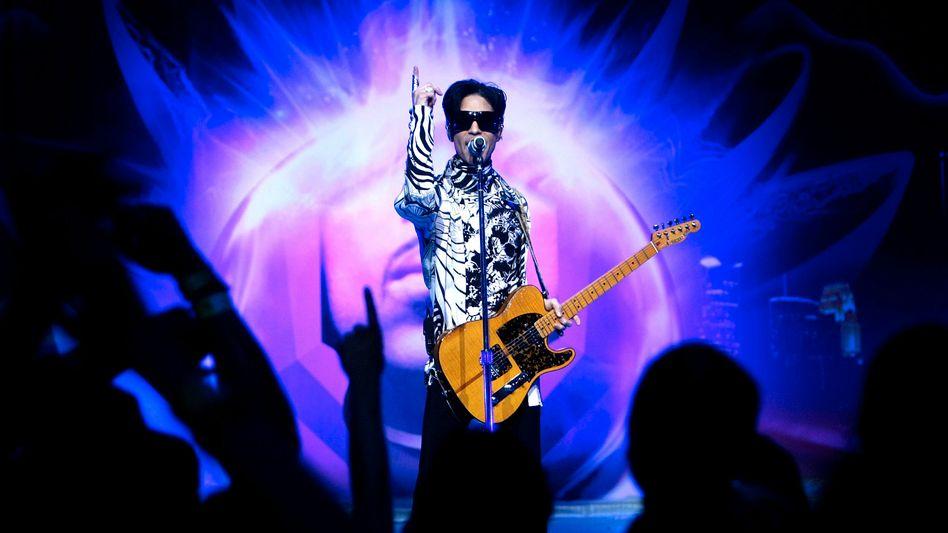 Prince bei einem Liveauftritt im Jahr 2009: Dem Mysteriösen Platz geben