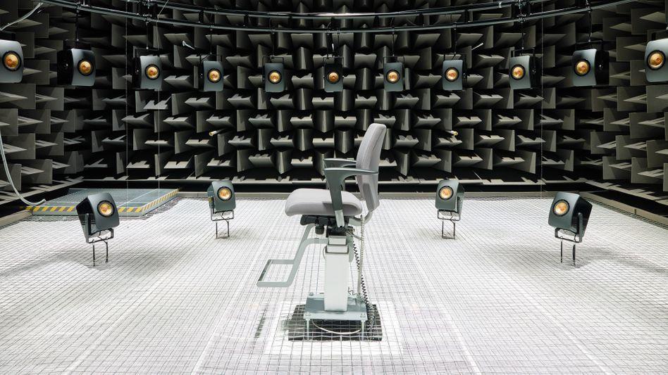 Das Audio Visual Immersion Lab ist ein akustischer Laborraum - Forscher der TechnicalUniversity of Denmark untersuchen hier ein bekanntes Party-Phänomen