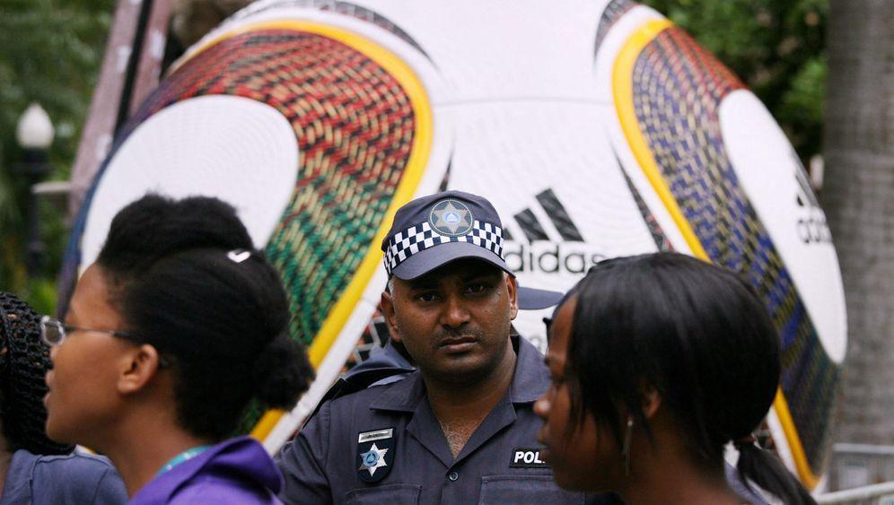 Südafrika: Fußball unter Polizeischutz