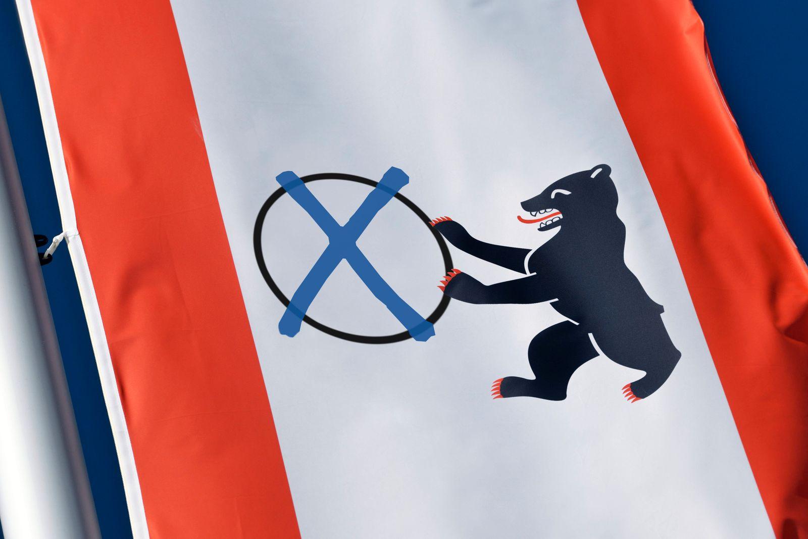 FOTOMONTAGE, Wehende Fahne des deutschen Bundeslandes und der Bundeshauptstadt Berlin mit Wahlkreuz, Wahl zum Abgeordnet