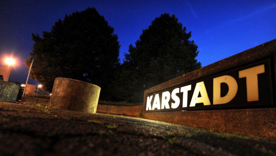 Eingang zur Karstadt-Zentrale in Essen: Konzern verkündet Tarifpause