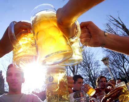 Prosten am Vatertag: Festtag der Bierbäuche