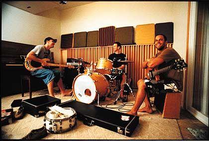 """Johnson mit Musikern im Studio: """"Aufmerksamkeit wäre schon ein wunderbarer Erfolg"""""""