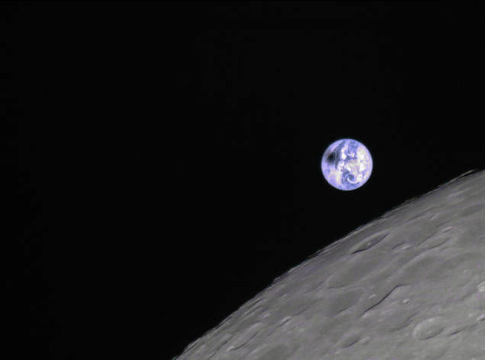 Sonnenfinsternis-Foto aus Mondperspektive