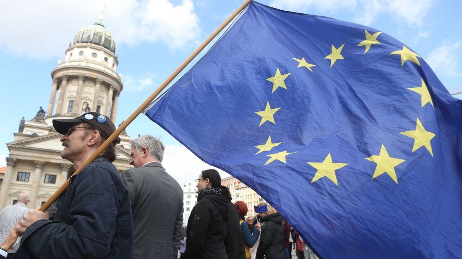 "Pro-EU-Demonstration ""Pulse of Europe"""