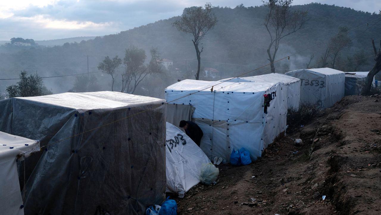 Feuer in Flüchtlingslager auf griechischer Insel Samos ausgebrochen...