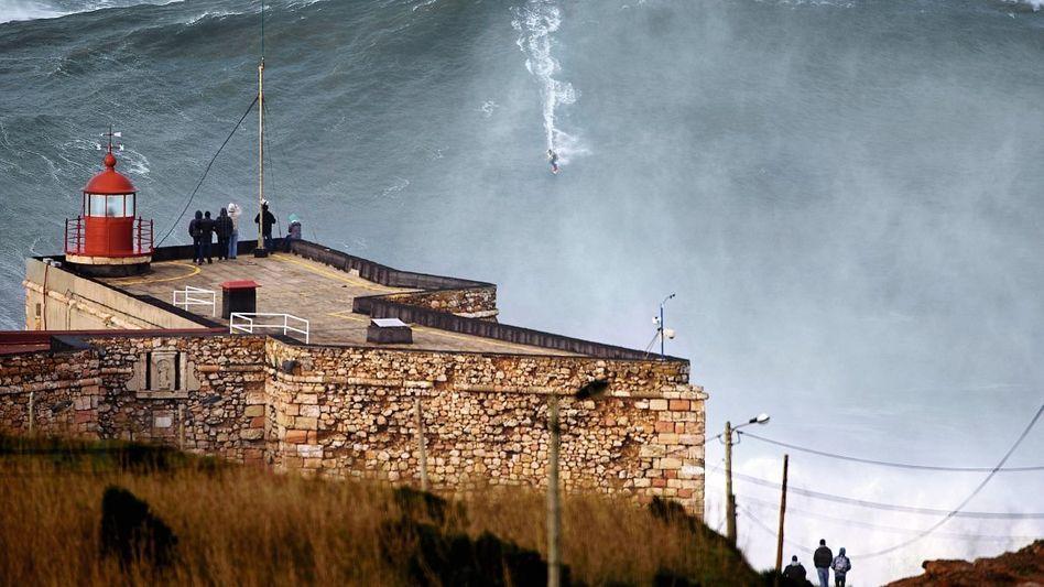 Surfer McNamara vor Nazaré:Wer stürzt, ist gefangenin einer Todeszone aus Schaum, Strömungen und Strudeln