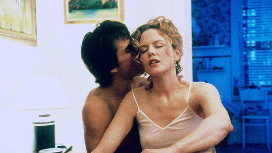 """Tom Cruise, Nicole Kidman in Stanley Kubricks Schnitzler-Adaption """"Eyes Wide Shut"""" (1999)"""