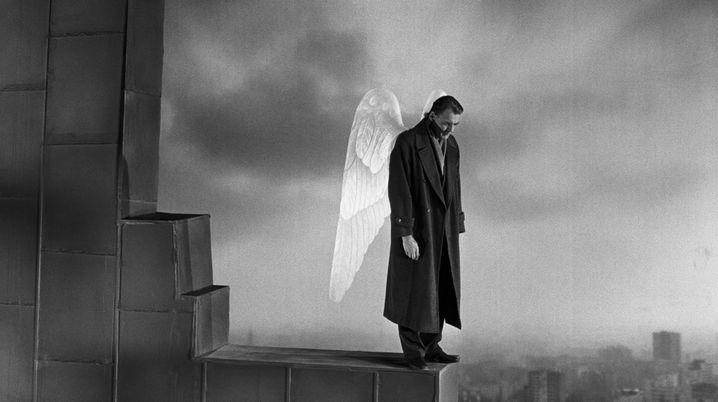 """Szene aus """"Himmel über Berlin"""" mit Bruno Ganz"""